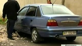 видео У Коростені на 9-річну дівчинку впала облицювальна плитка зі стіни багатоповерхівки