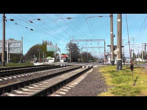 Пассажирские поезда на переездах