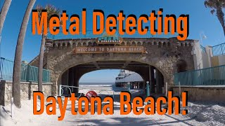 2 Rings! Daytona Beach Metal Detecting. Wet vs dry sand. TreasurePro beach mode digs. News Years Eve