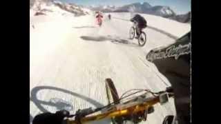 Чумовой спуск на великах по снегу