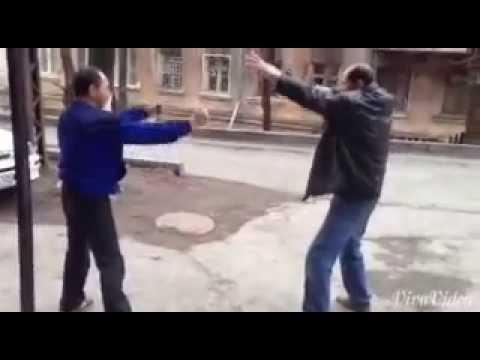 Алкаши пиздятся под музыку mortal combat