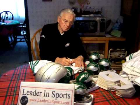 Chuck Bednarik signs autographs 1-13-09 Philadelphia Eagles Hall of Famer