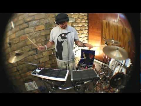 André Pinguim Live Percussion (Future Calls - Live.2 Song)