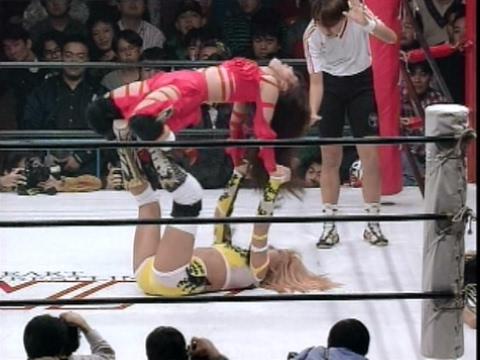 Mayumi Ozaki (JWP) vs Akira Hokuto (AJW)