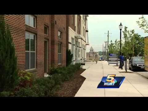 Xavier University freshman arrive on campus Thursday