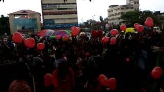 Video Oorali in marine drive for kiss of love download MP3, 3GP, MP4, WEBM, AVI, FLV November 2018