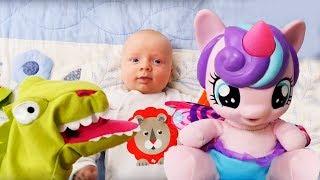 Литл Пони играет с малышом Фомой. Видео для детей