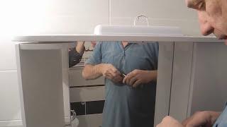 видео Зеркало для ванной со шкафчиком, полками и какой вид выбрать
