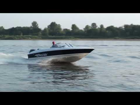 Стеклопластиковаяе моторная лодка