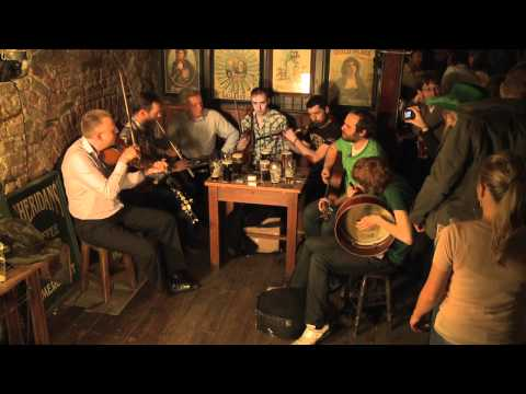 St. Patrick's Day in Dublin - 'Black is the Colour':Traditional Irish Music from LiveTrad.com