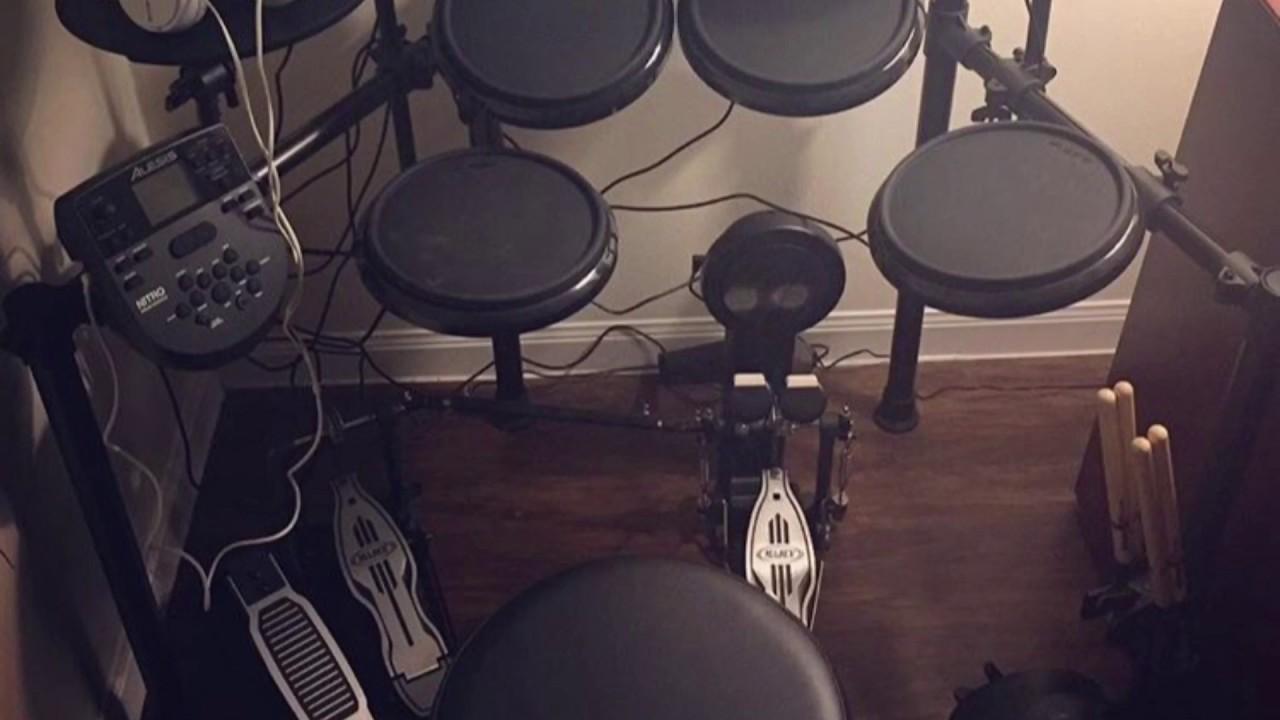 Alesis Nitro Kit with Mapex P500TW Double Bass Pedal