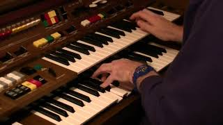 There's No One Quite Like Grandma on Yamaha Electone C-605 - played by Darren Jones