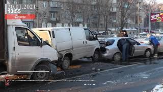 ДТП на проспекте Богдана Хмельницкого в Днепре: столкнулись пять автомобилей