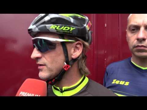 Torino, Davide Nicola arriva alla fine del suo viaggio in bici.