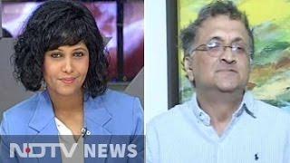 Smriti Irani deadly combination of arrogance, ignorance: Ramachandra Guha