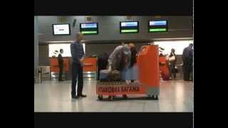 Packing luggage at the airport(Упаковка багажа в аэропорту Шереметьево., 2010-12-11T09:25:21.000Z)
