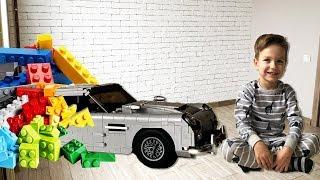 Новая машинка Астон Мартин превратилась в конструктор Лего. Видео для детей.