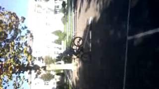 Как не стоит прыгать на велосипеде(, 2014-10-29T06:05:50.000Z)