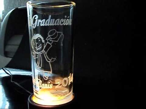 Grabados en vasos para recuerdos youtube for Vasos de colores de cristal