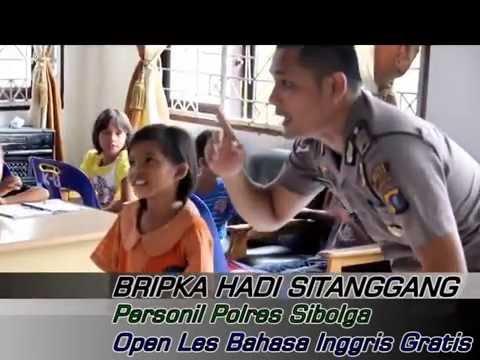Polisi Ganteng Mengajar Kursus Bahasa Inggris Gratis