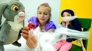 София Прекрасная и Маринетт с Тикки - Видео для девочек с куклами