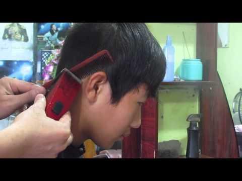 Cắt tóc nam bằng tông đơ cắt tóc Rewell 900 Verygood