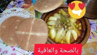 اليوم حبيت نشتارك معكم غديا البسيط طاجين الدجاج 🍗🍗مرفوق بخبز الدار🥠  تقديم أمازيغي 🙏