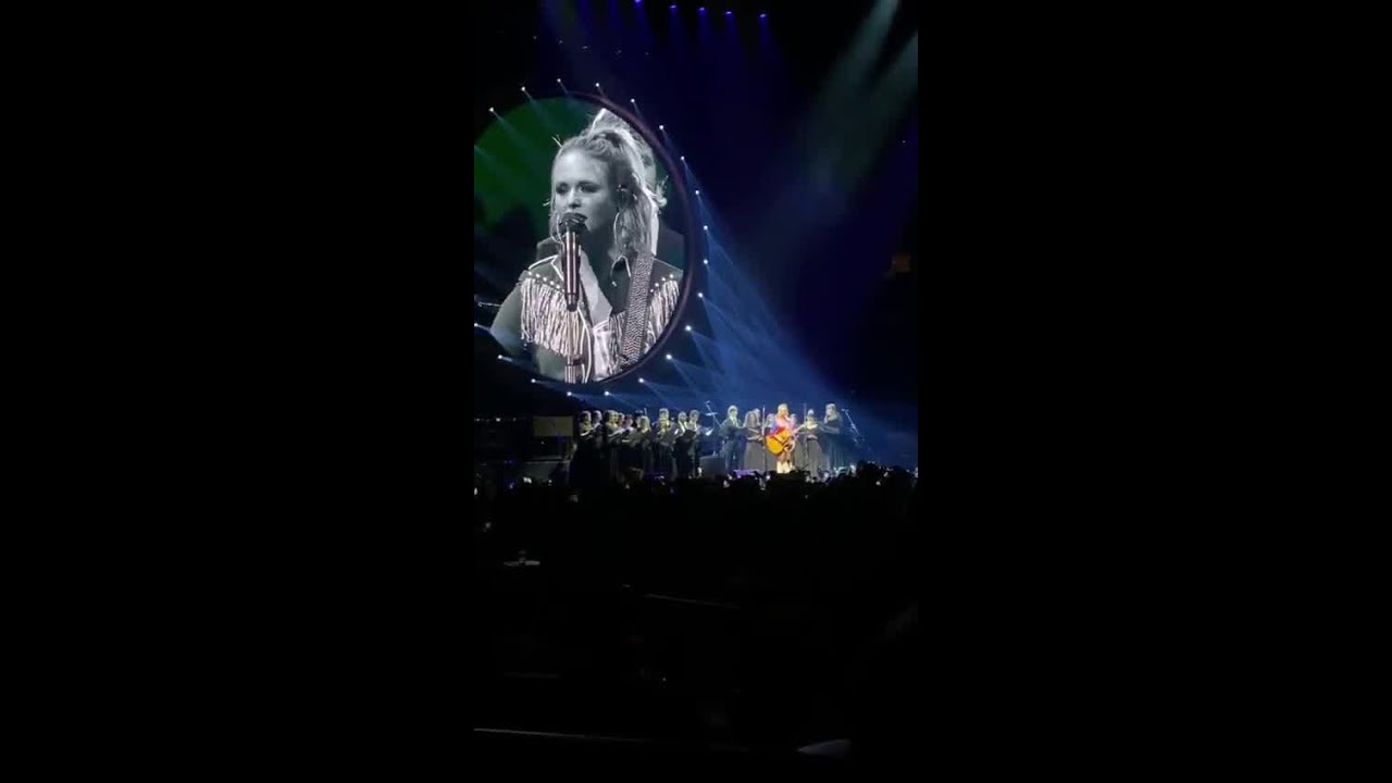 Lindale High School choir sings alongside Miranda Lambert at concert