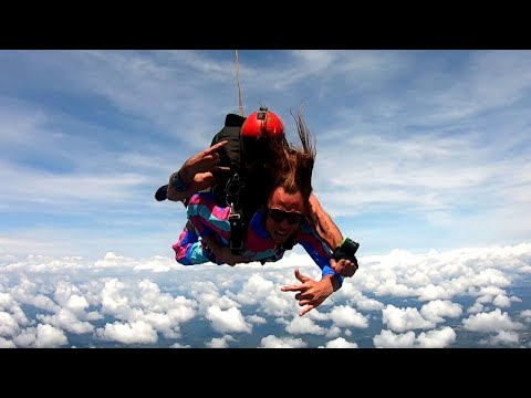 Jumping out of a plane ends in dramatic gender reveal