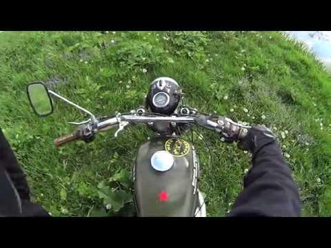 По лугу на мотоцикле ИЖ