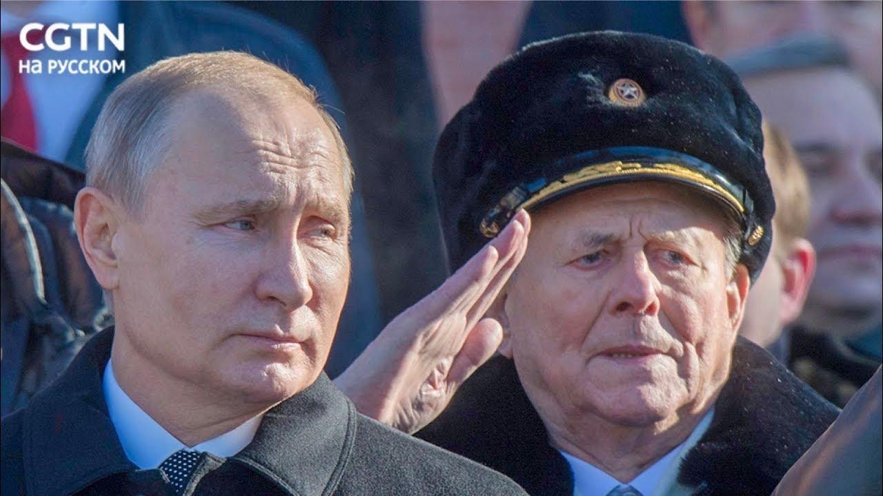 23 февраля Владимир Путин возложил венок к Могиле Неизвестного Солдата у Кремлевской стены