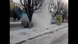 бус работает на углю(дизель замерз, водитель старается что-то сделать., 2012-09-02T19:15:39.000Z)