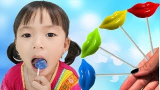 Rua and Mommy pretend play with Fruit Lollipops by LaLa Kids TV