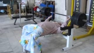 Уборщица Баба Дуня, Жим 250 kg жесть скрытая камера