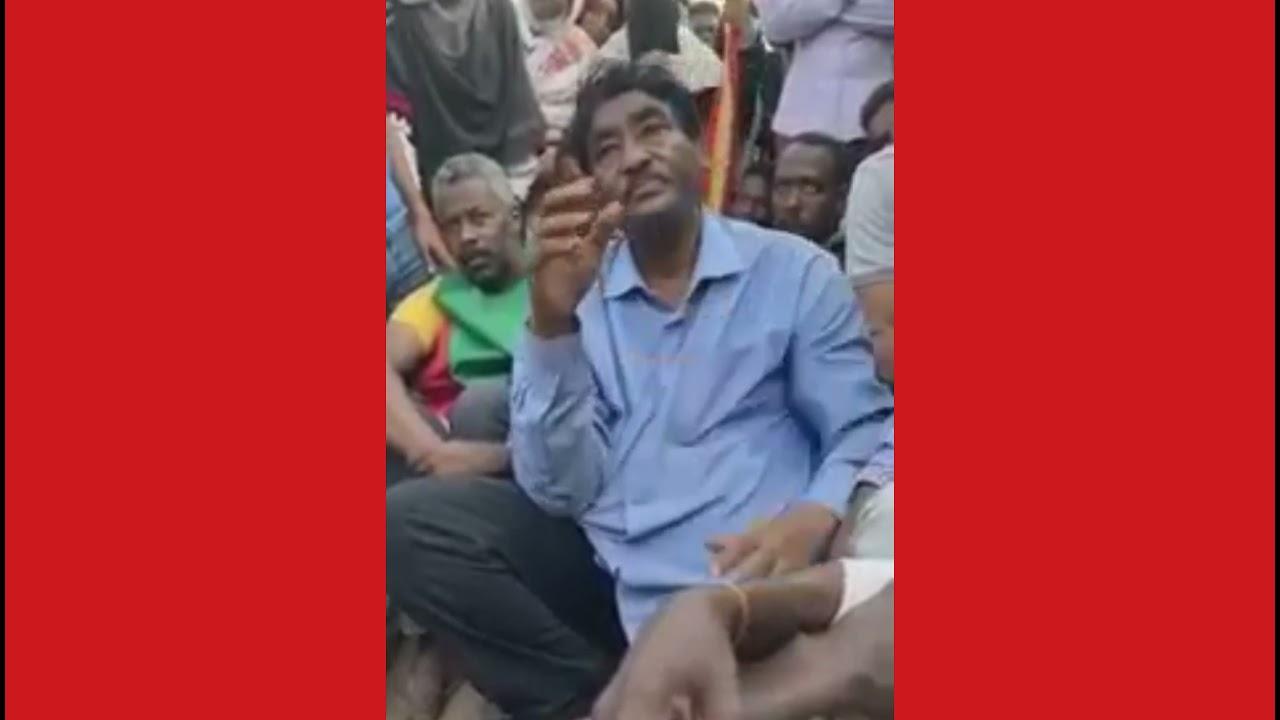 الثؤار يحاصرون إبراهيم الشيخ وزير الصناعة بسبب دقيق الخبز _ موكب ٢١_اكتوبر