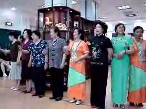 Shanghai Senior Citizens Sing in English