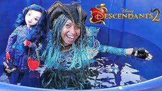 Disney Descendants 2 Uma & Big Evie Doll Dunk Tank Challenge !  || Disney Toy Reviews || Konas2002