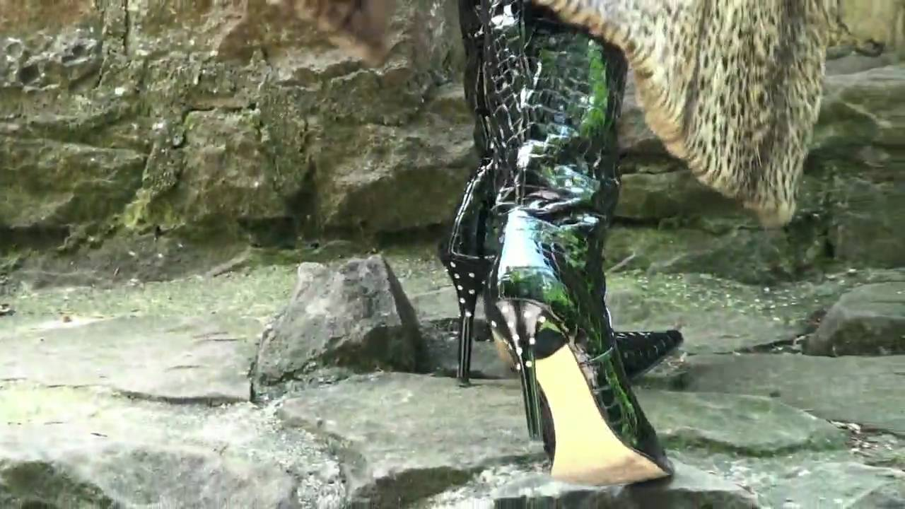 Black patent leather gloves - Croco Printed Patent Leather Thigh Boots Leathergloves And Fur Coat Youtube