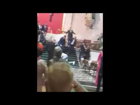 """Así expulsaron los invitados de una boda en Valladolid al marroquí que gritó """"Alá es grande"""""""