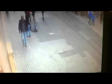 Taksim'de patlama anı kameralara böyle yansıdı