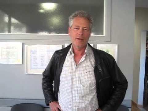 Harald går til kiropraktor Aleksander Bjargo i Spania for forebyggende behandling.
