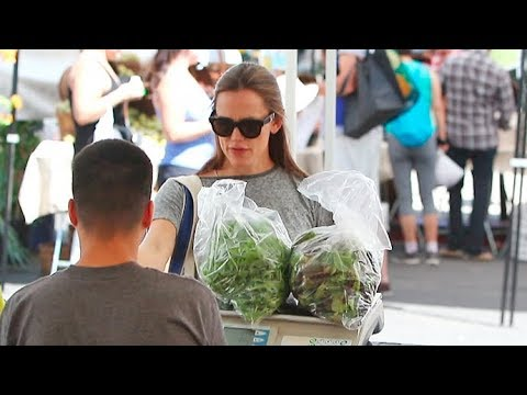 Jennifer Garner Loves Her Organic Greens!