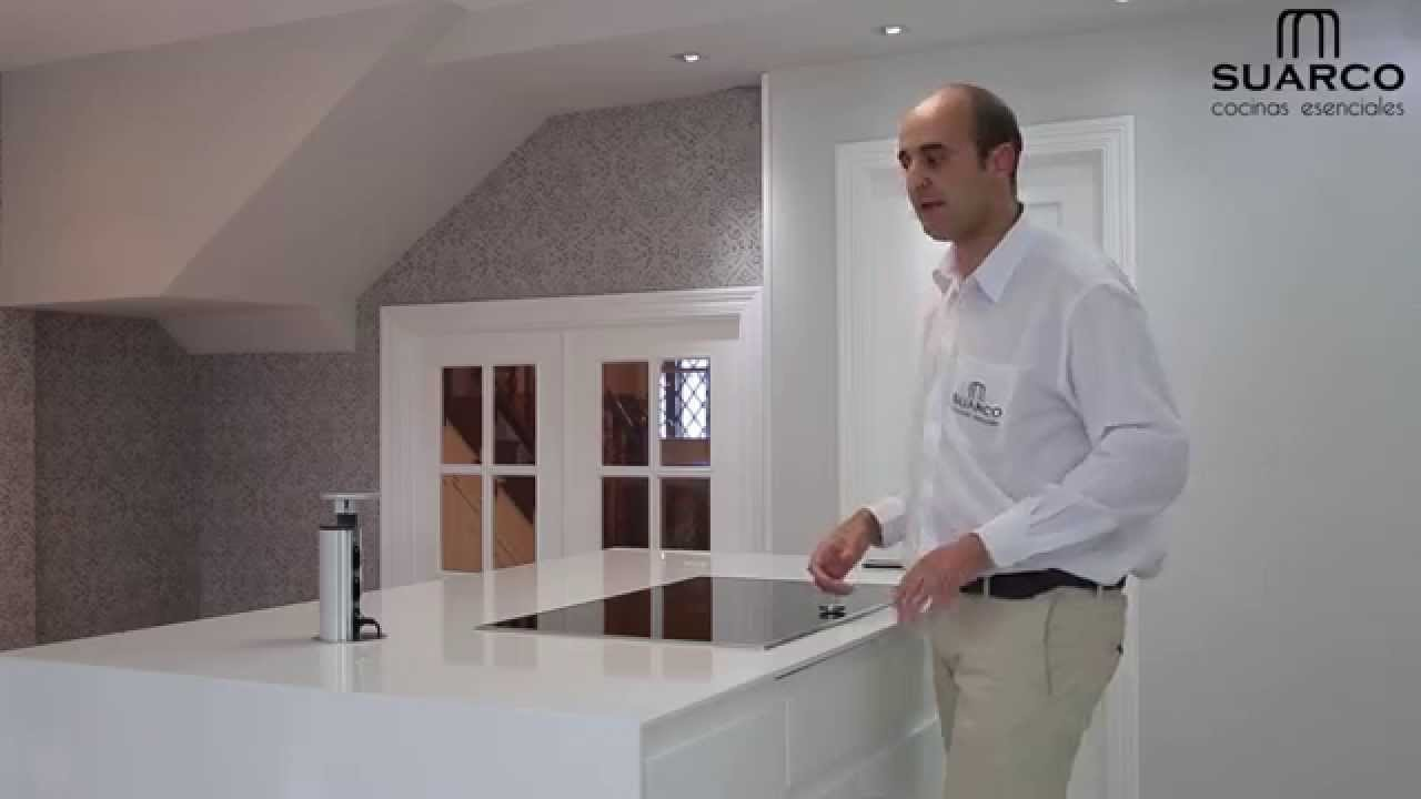Video cocinas modernas blancas americanas sin tirador for Muebles de cocina suarco