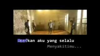 Gambar cover Diantara Bintang - Hello Band with lirik.mp4