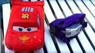 Молния Маквин в аквапарке - Игры в машинки - Видео для детей