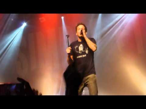 Imagine Dragons - On Top Of The World (live Radiant Caluire-et-Cuire [Lyon] 30/10/13)de YouTube · Durée:  5 minutes 3 secondes