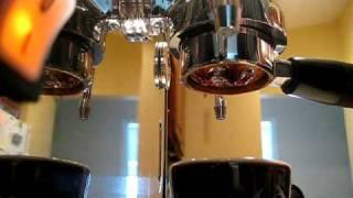 Ponte Vecchio Lusso pulling 14g of Klatch Belle Espresso