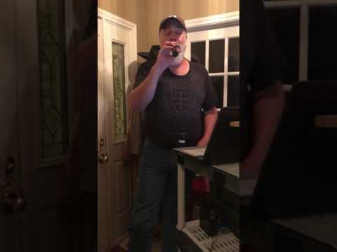 Lee Monroe singing I am that man by brooks and Dunn karaoke