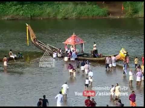 Aranmula 'Thiruvonathoni reached at Aranmula Parthasarathy Temple