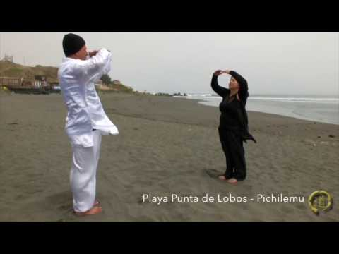 Yin y Yang - Mujer y Hombre - Negro y Blanco un Domingo de Chikung en Punta de Lobos